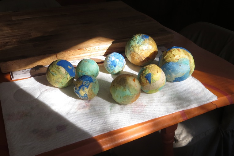 Handmade paper decorative spheres